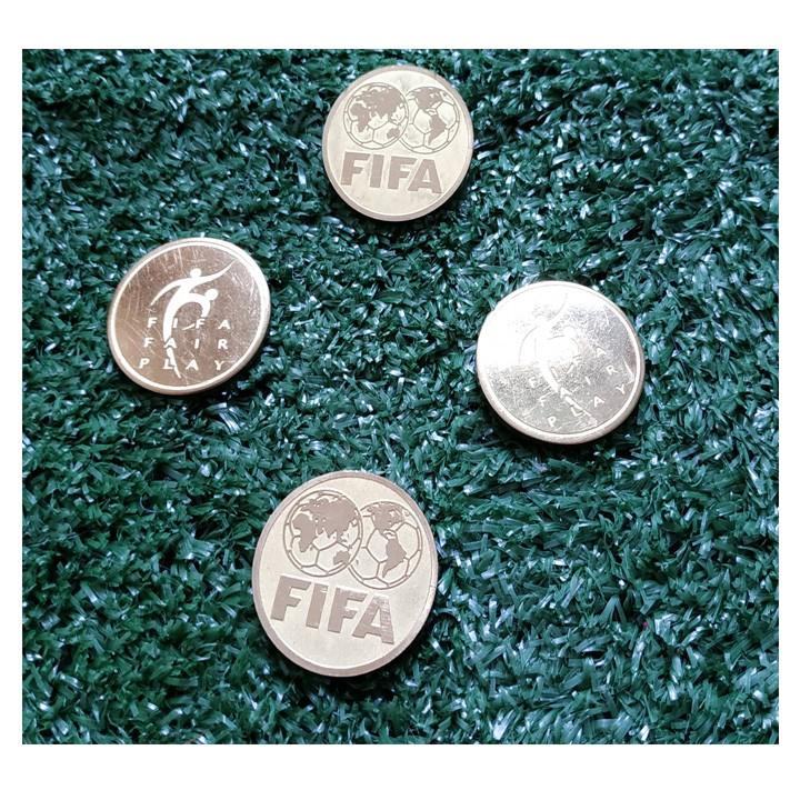 Dong Xu FIFA trong keo giao bong truoc tran